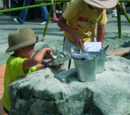 Garçons en fouilles